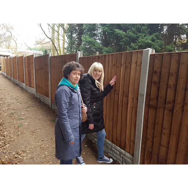 Cllr Ruth Skelton and Danielle Lind inspecting the new fence in the jitty between Heather Cres and Blagreaves Lane